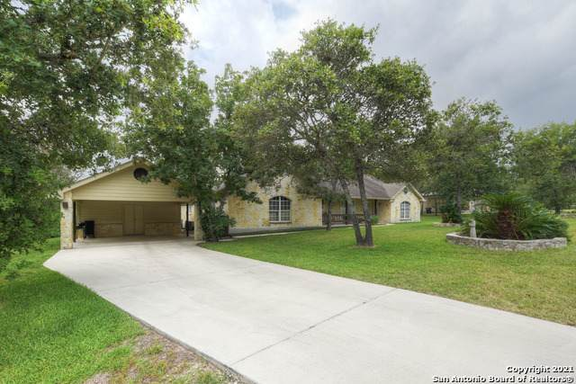 1240 Country View Dr, La Vernia, TX 78121 (#1541051) :: Zina & Co. Real Estate