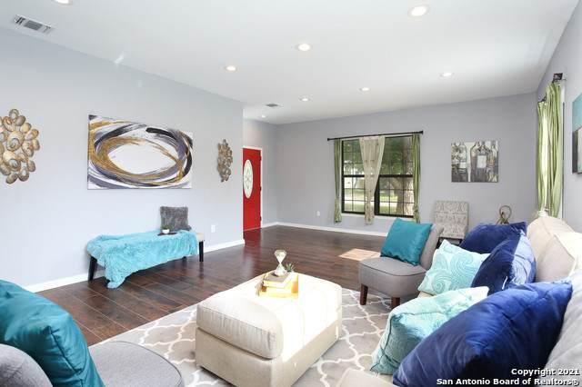1045 W Mistletoe Ave, San Antonio, TX 78201 (MLS #1547485) :: The Glover Homes & Land Group