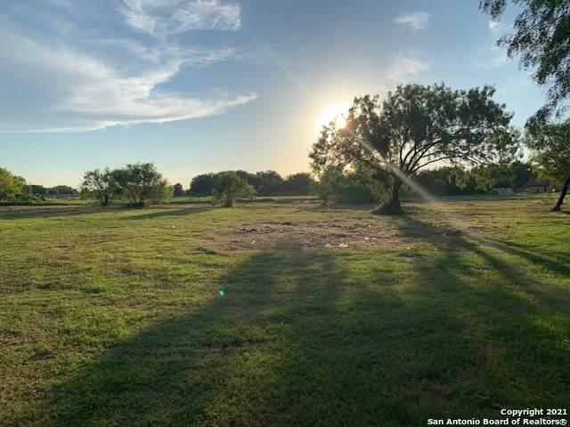 516 Brown Ln, Floresville, TX 78114 (MLS #1548789) :: Concierge Realty of SA