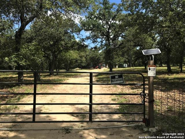 195 Longhorn Rd, Stockdale, TX 78160 (MLS #1549933) :: The Mullen Group | RE/MAX Access