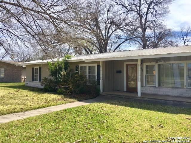 831 Cherry, Uvalde, TX 78801 (MLS #1550372) :: The Gradiz Group