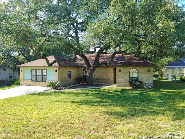 334 Sollock Dr, Devine, TX 78016 (MLS #1552122) :: Alexis Weigand Real Estate Group