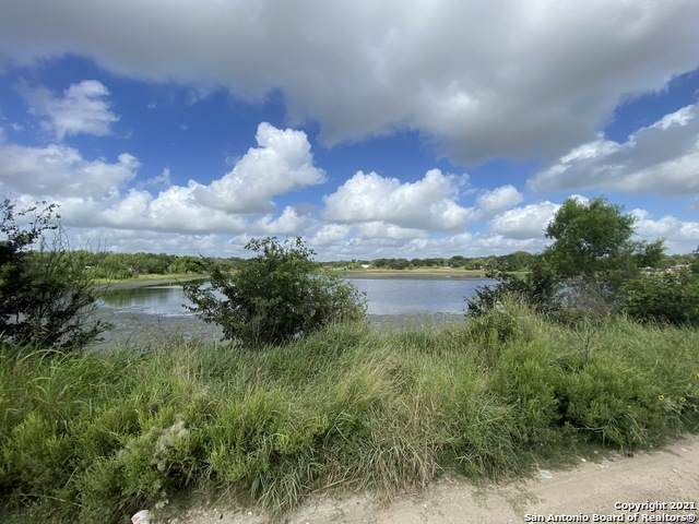 744 County Road 6843, Lytle, TX 78052 (MLS #1555187) :: The Glover Homes & Land Group