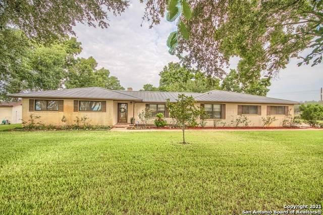 21209 Fm 463, Devine, TX 78016 (MLS #1555470) :: Carter Fine Homes - Keller Williams Heritage