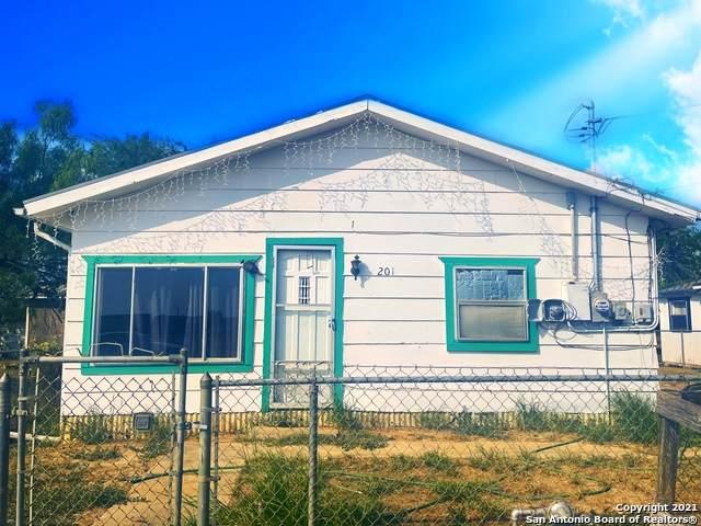 201 Coronado, Cotulla, TX 78014 (MLS #1557532) :: Phyllis Browning Company