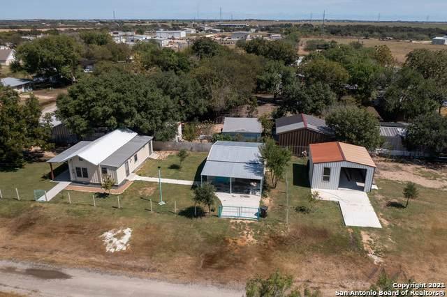 301 E Huebinger St, Marion, TX 78124 (MLS #1560549) :: The Real Estate Jesus Team