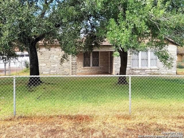 704 S Storts St, Poth, TX 78147 (MLS #1562718) :: Vivid Realty