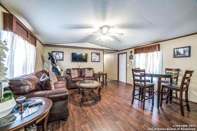 221 Zander Ln, Pleasanton, TX 78064 (MLS #1563583) :: Concierge Realty of SA