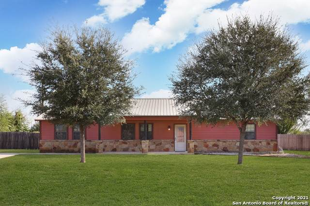 203 La Parita Ct, Jourdanton, TX 78026 (MLS #1564593) :: ForSaleSanAntonioHomes.com