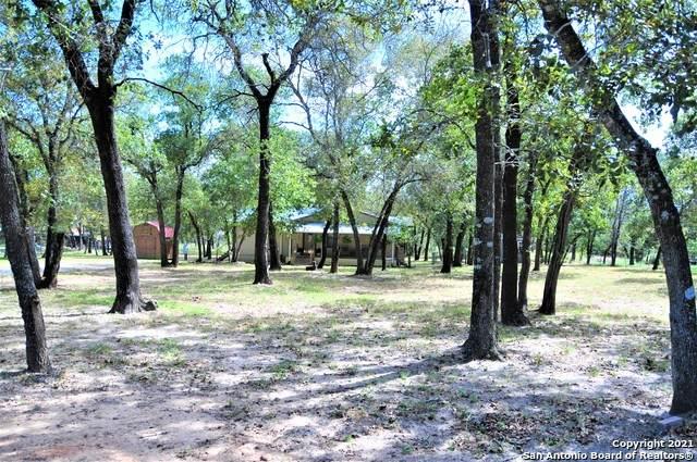 261 Oak Hollow Dr, La Vernia, TX 78121 (MLS #1565059) :: ForSaleSanAntonioHomes.com