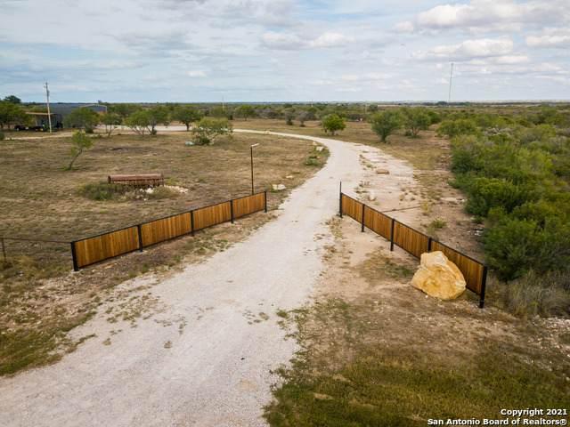 797 S Ranch Rd 187, Sabinal, TX 78881 (MLS #1565684) :: Phyllis Browning Company