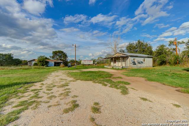984 Cr 665, Devine, TX 78016 (MLS #1567142) :: The Glover Homes & Land Group