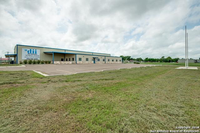 225 Commerce Court, Gonzales, TX 78629 (MLS #1178641) :: Exquisite Properties, LLC