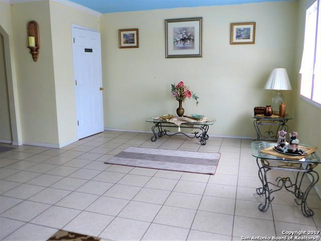 2405 Zanderson Ave, Jourdanton, TX 78026 (MLS #1276084) :: The Castillo Group