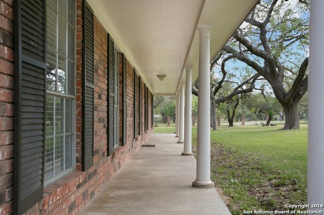 108 Live Oak Dr, Pleasanton, TX 78064 (MLS #1314842) :: Alexis Weigand Real Estate Group