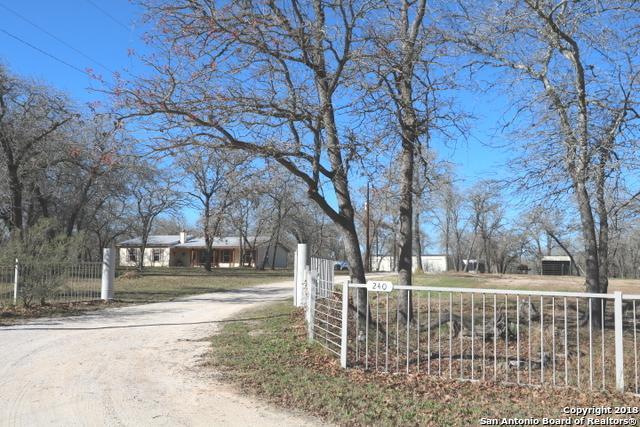 240 Oak Hollow Dr, La Vernia, TX 78121 (MLS #1353852) :: Exquisite Properties, LLC