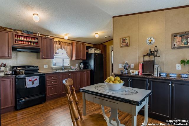 517 Uvalde St, Pleasanton, TX 78064 (MLS #1357394) :: NewHomePrograms.com LLC