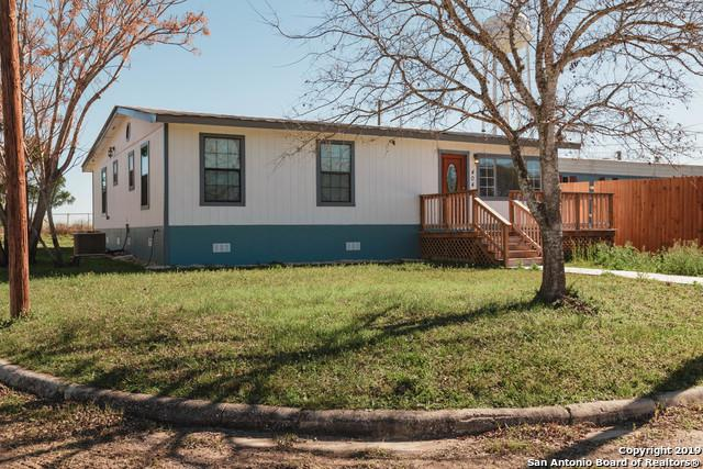 404 10th St, Poteet, TX 78065 (MLS #1358883) :: Alexis Weigand Real Estate Group