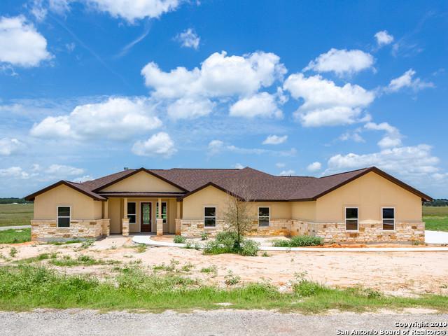 123 Las Palomas Dr, La Vernia, TX 78121 (#1386630) :: The Perry Henderson Group at Berkshire Hathaway Texas Realty
