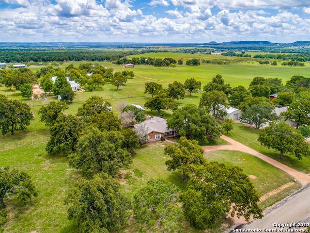 79 Quail Run Dr, Fredericksburg, TX 78264 (MLS #1394278) :: The Gradiz Group