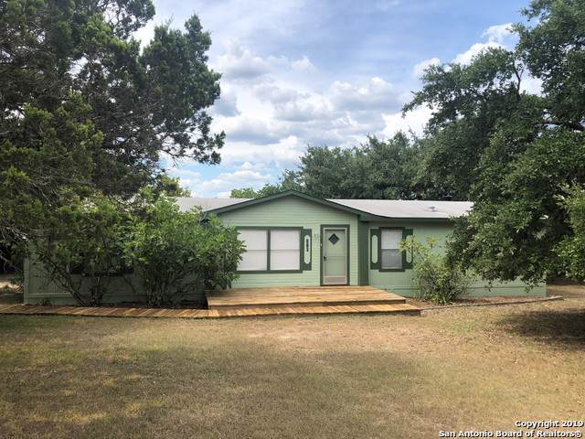 110 Oak Valley Dr, Lakehills, TX 78063 (MLS #1399086) :: BHGRE HomeCity