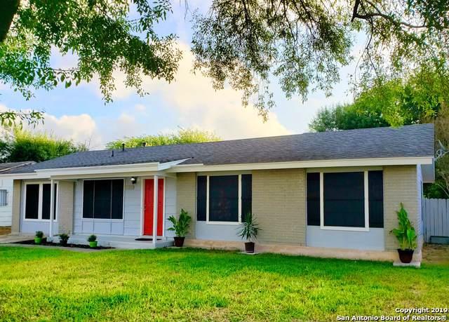 1318 Meadow Knoll Dr, San Antonio, TX 78227 (MLS #1412854) :: The Gradiz Group