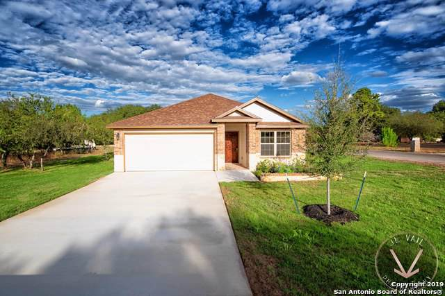 100 Encino Pl, Devine, TX 78016 (MLS #1420194) :: Alexis Weigand Real Estate Group