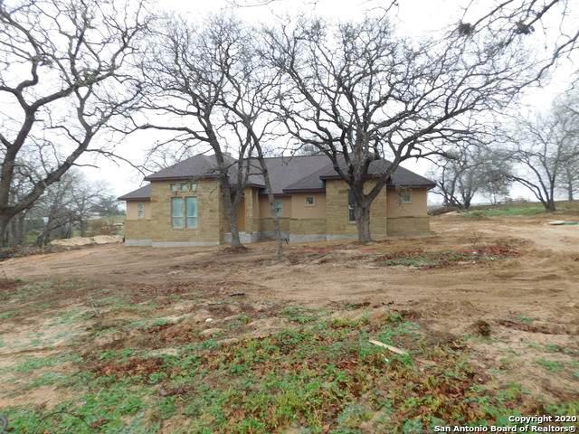 129 Great Oaks Blvd, La Vernia, TX 78121 (MLS #1422003) :: Vivid Realty
