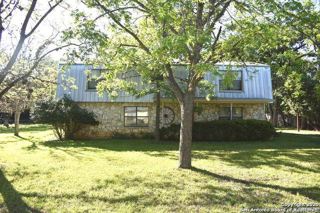 318 Dallas St, Bandera, TX 78003 (#1436270) :: The Perry Henderson Group at Berkshire Hathaway Texas Realty