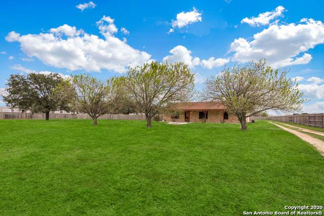 1030 County Road 7610, Devine, TX 78016 (MLS #1440431) :: The Mullen Group | RE/MAX Access