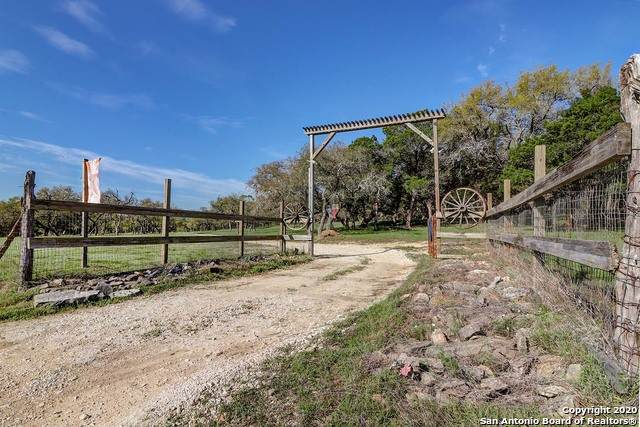 33121 Blanco Rd, Bulverde, TX 78163 (MLS #1450634) :: The Castillo Group