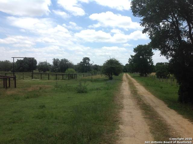 812 County Road 391, Gonzales, TX 78629 (MLS #1456381) :: Vivid Realty