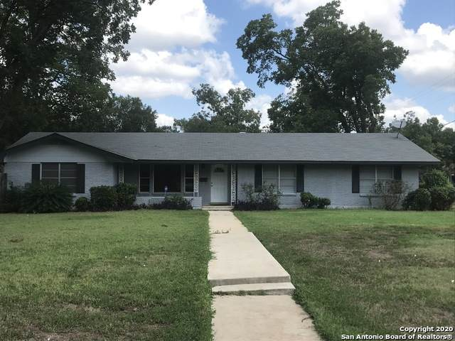 1202 30TH ST, Hondo, TX 78861 (#1458847) :: The Perry Henderson Group at Berkshire Hathaway Texas Realty