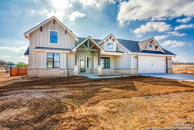 105 W Magnolia Circle, La Vernia, TX 78121 (MLS #1461767) :: Alexis Weigand Real Estate Group