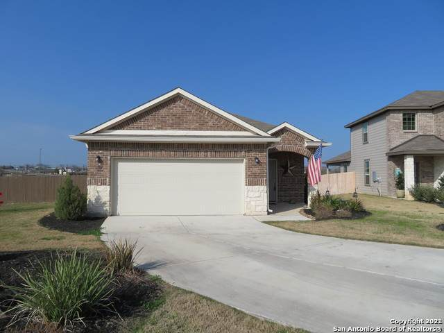 102 Buttercup Bend, New Braunfels, TX 78130 (MLS #1502458) :: Berkshire Hathaway HomeServices Don Johnson, REALTORS®