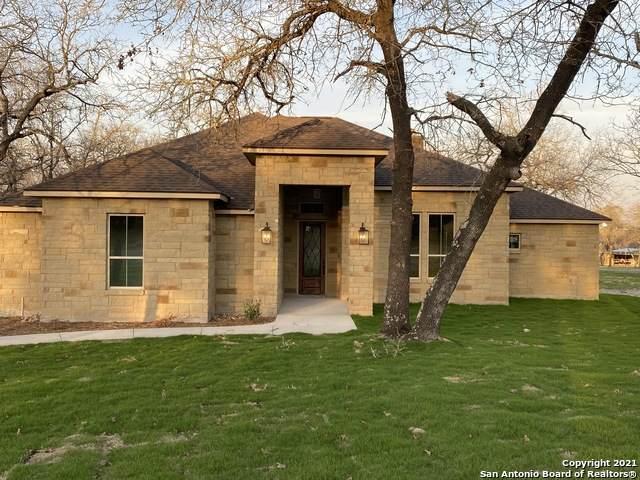 100 Hunting Ridge, La Vernia, TX 78121 (MLS #1510817) :: Vivid Realty