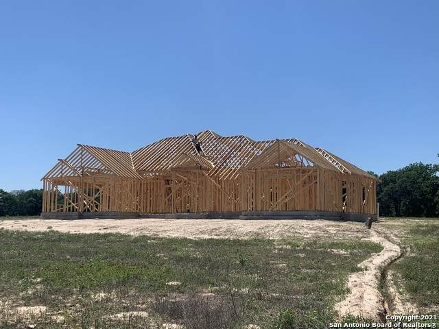 104 S Tranquility Dr, La Vernia, TX 78121 (MLS #1512983) :: Tom White Group
