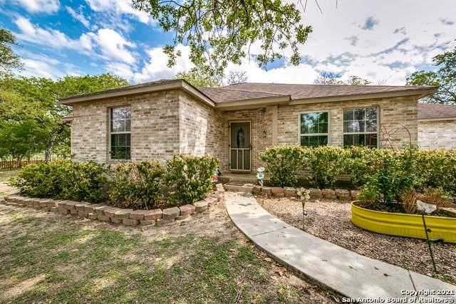 129 Oak Hollow Dr, La Vernia, TX 78121 (MLS #1517401) :: Williams Realty & Ranches, LLC