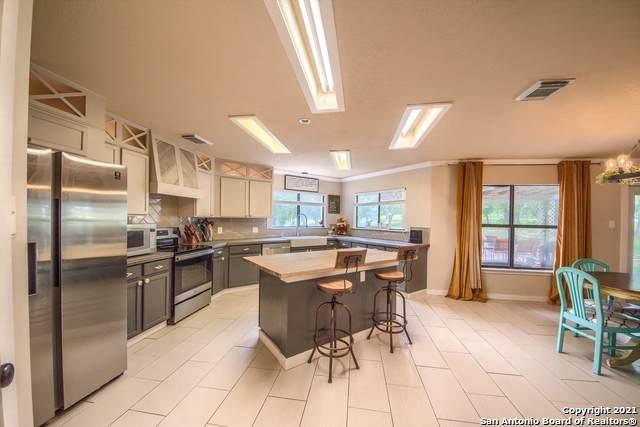 302 Whispering Oaks Dr, Adkins, TX 78101 (MLS #1533769) :: Beth Ann Falcon Real Estate