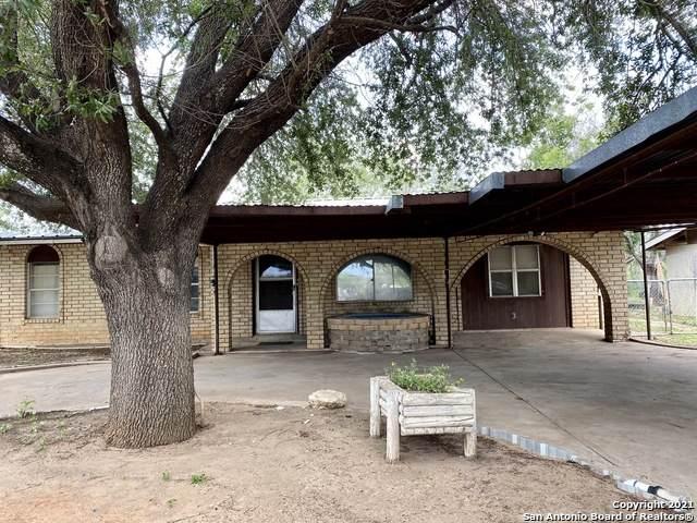 1506 Bruno St, Carrizo Springs, TX 78834 (MLS #1534315) :: Exquisite Properties, LLC
