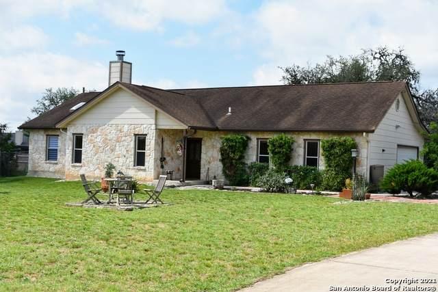 194 Oak Bend Dr, Bandera, TX 78003 (MLS #1535079) :: Beth Ann Falcon Real Estate