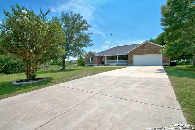 410 Oak Springs Dr, Seguin, TX 78155 (#1539257) :: Zina & Co. Real Estate