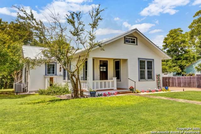 309 Fulton St, Fredericksburg, TX 78624 (MLS #1545806) :: The Glover Homes & Land Group