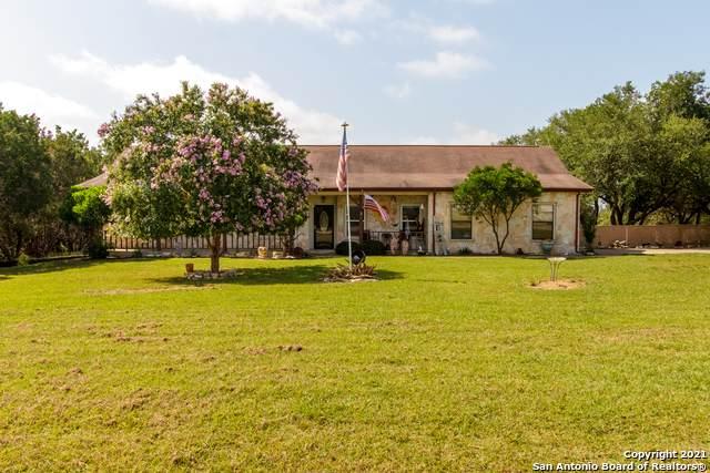 689 River Ranch Drive, Bandera, TX 78003 (MLS #1548487) :: Exquisite Properties, LLC