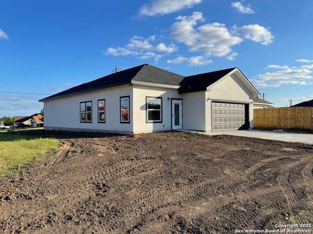 728 Crestview, Floresville, TX 78114 (MLS #1550297) :: Texas Premier Realty