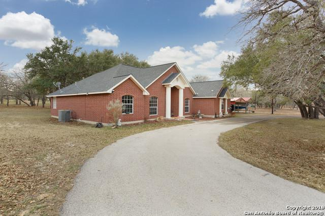 121 Emerald Dr, Floresville, TX 78114 (MLS #1293481) :: Magnolia Realty