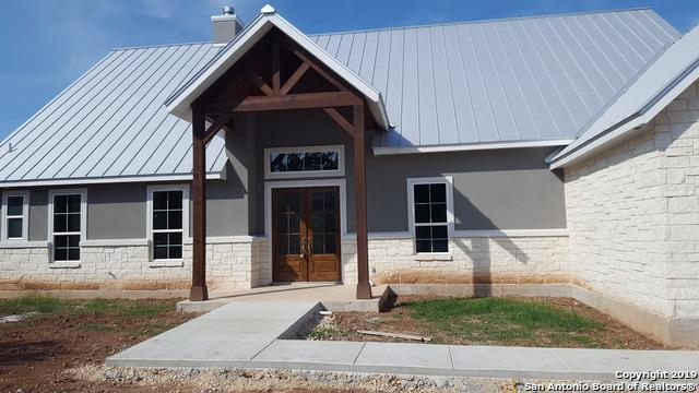 825 Oak Bluff Trail, New Braunfels, TX 78132 (MLS #1372138) :: Exquisite Properties, LLC