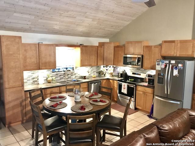 1031 Ridgehaven St, Canyon Lake, TX 78133 (MLS #1383756) :: Tom White Group