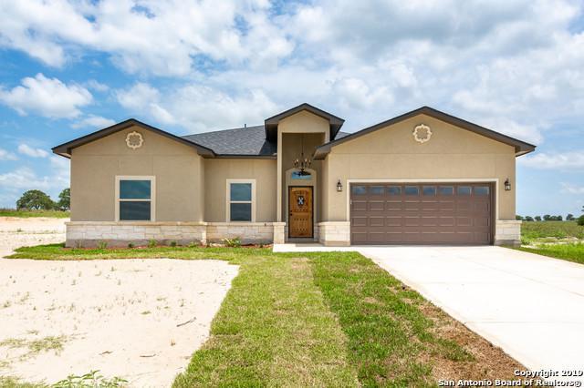 110 Las Palomas Dr, La Vernia, TX 78121 (#1384876) :: The Perry Henderson Group at Berkshire Hathaway Texas Realty