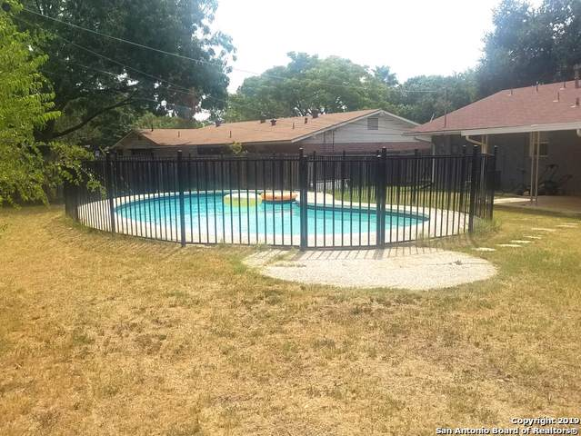 307 Montfort Dr, San Antonio, TX 78216 (#1409100) :: The Perry Henderson Group at Berkshire Hathaway Texas Realty